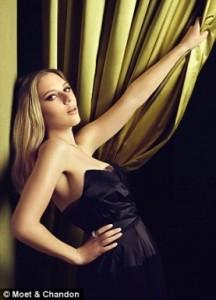 Scarlett Moet 3